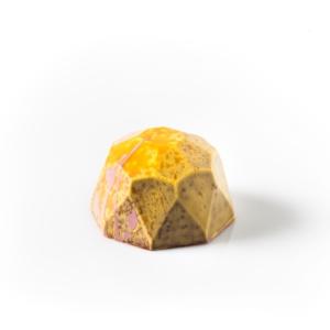 Chocolate con leche 38%, mango y ganache de Maracuyá